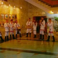 """Участников биеннале и гостей приветствует фольклорная группа """"Торама"""""""