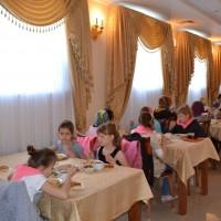 После экскурсии - вкусный обед в трапезных палатах паломнического центра.