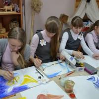 Юные художники за работой