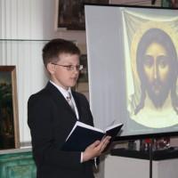 Лицо, похожее на все человеческие лица, оно и есть лицо Христа.
