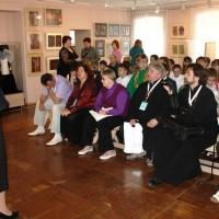 Гости внимательно  слушают презентацию проекта