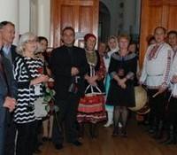 Гости на выставке. Вторая слева – профессор Ильдико Лехтинен, музейное ведомство, Финляндия, руководитель проекта
